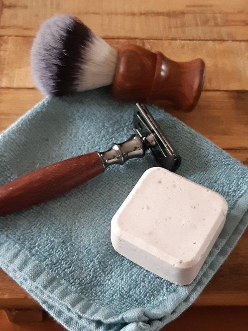 Ce tout nouveau soin solide pour le rasage apaise, calme et soulage les peaux tirraillées