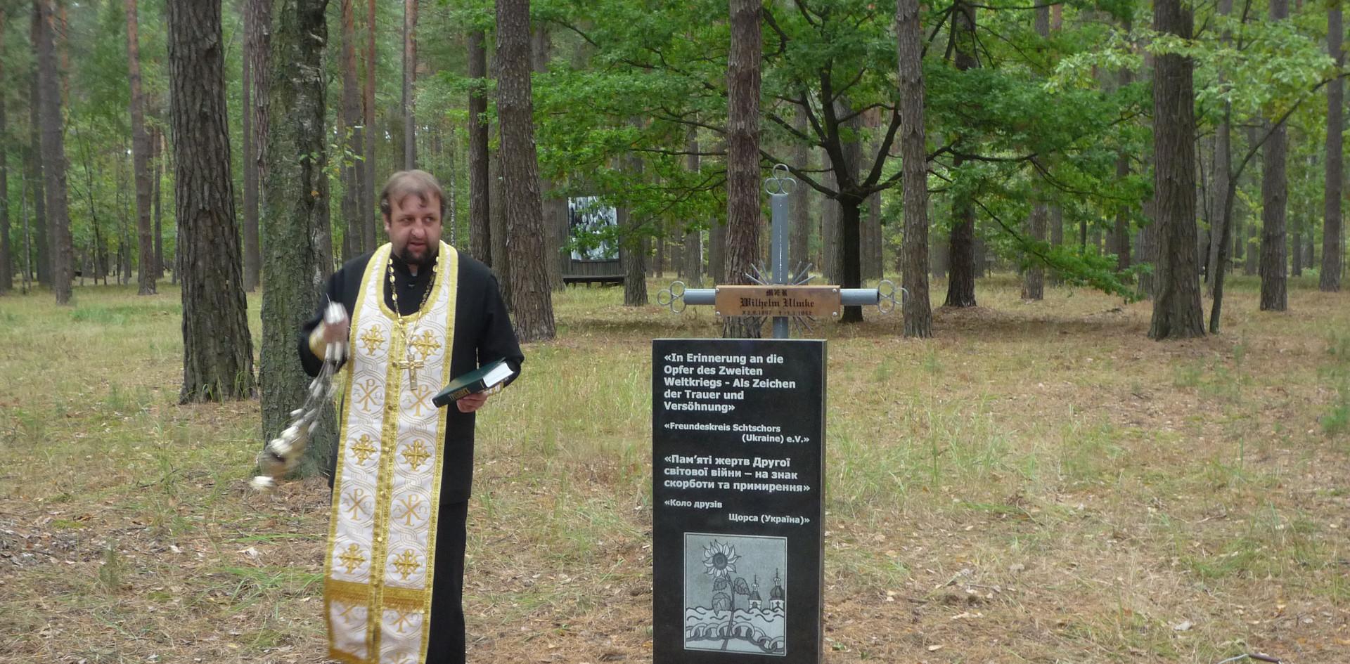 Denkmal im Wald von Jelino - 2015