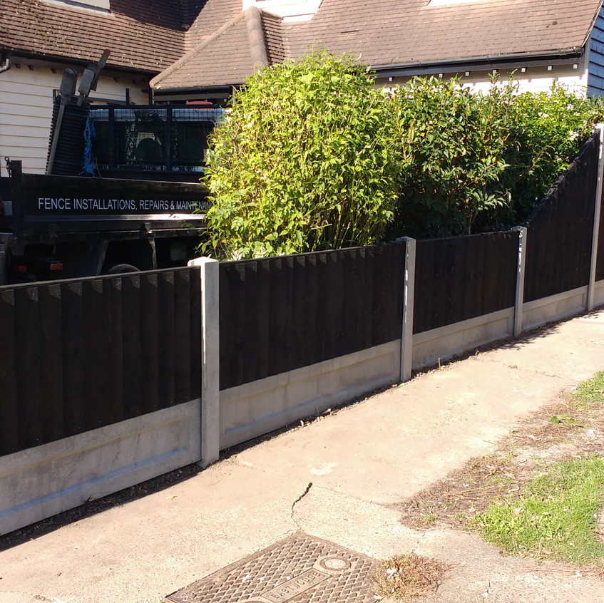 6ft to 3ft Black Feather Edge Fence