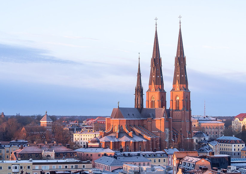 1280px-Uppsala_Cathedral_in_February.jpg