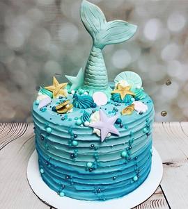 Love love LOVE this cake!!! Mermaids are