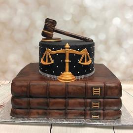 Another custom cake! #smallbusiness #yeg