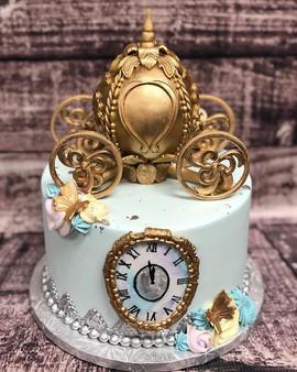 Cinderella beauty! 💙😍 #bakemyday #cake