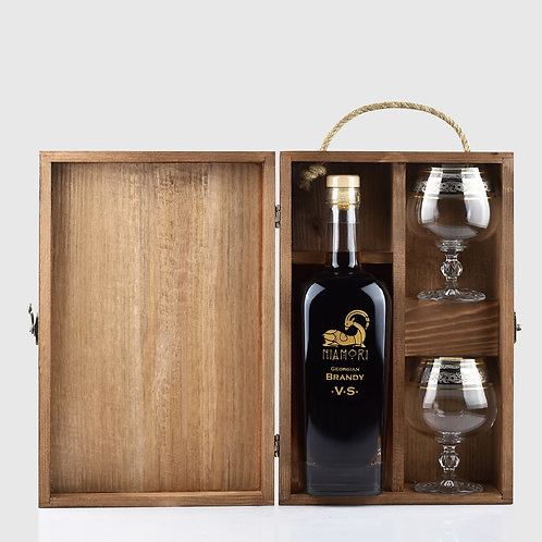 Georgian Brandy VS | Wooden Box and Glasses | 0.70 Liter | Engraving of Text