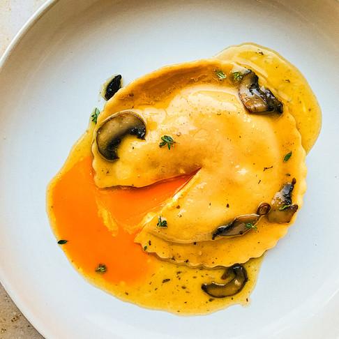 Ravioli all'uovo (Ravioli with an Egg Yolk)