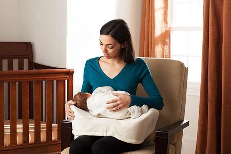 nursing-pillow-model-02.jpg