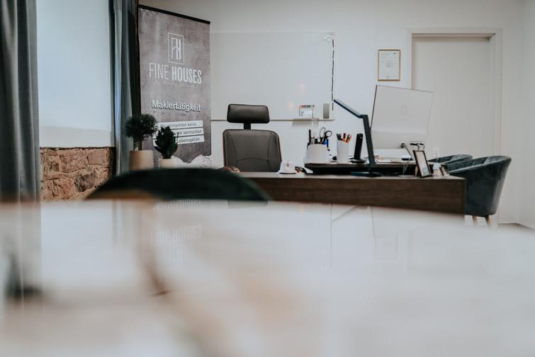 Fine Houses - Schreibtisch.