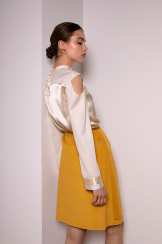 Silk and wool blouse                       210.00 €    Product number: MA02B