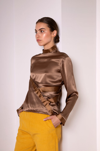 Draped silk shirt                       260.00 €    Product number: MA04B