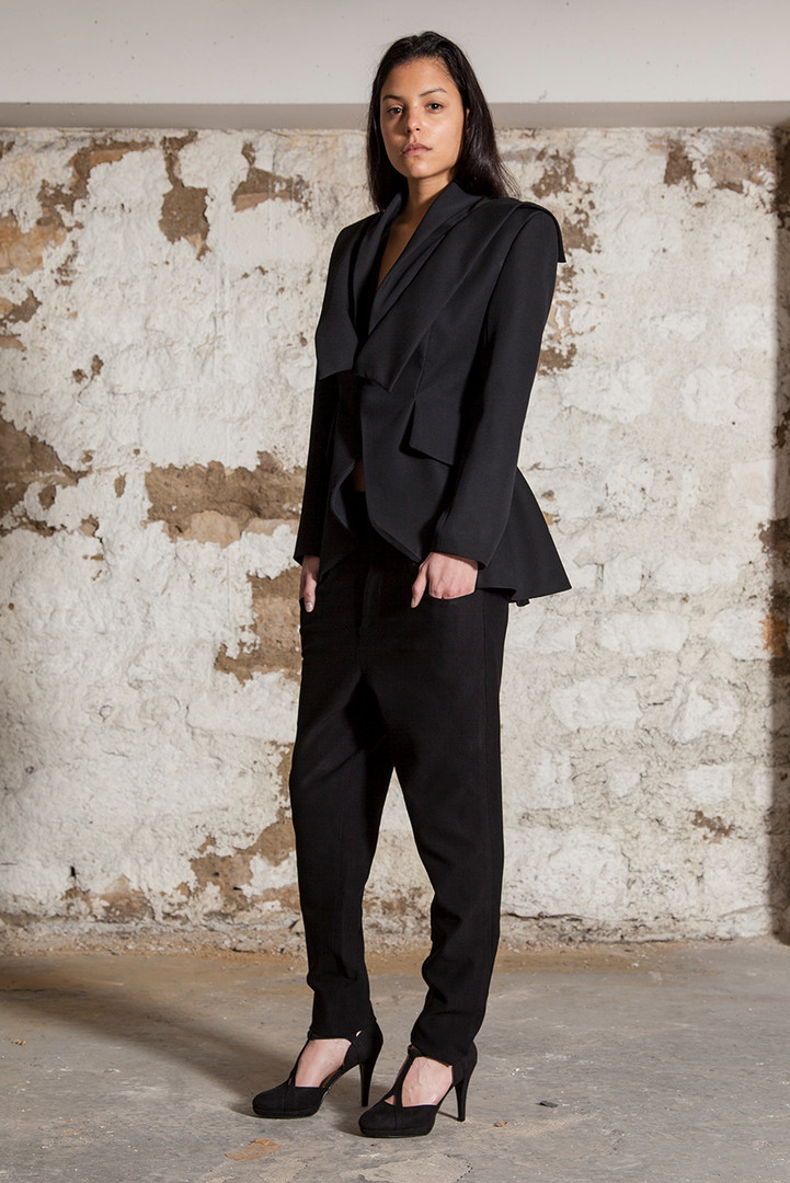 Wool suit jacket                     410.00 €    Product number: A02J