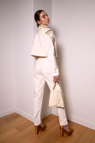 High-waist corduroy pants                      255.00 €    Product number: MA01P