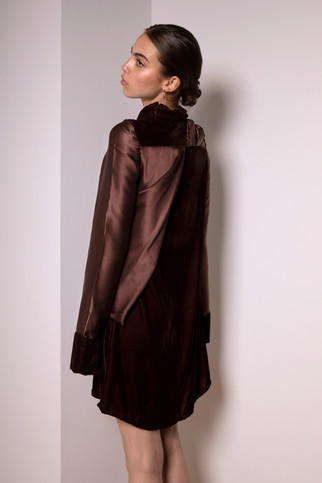 Velvet and silk dress                      325.00 €    Product number: MA02D