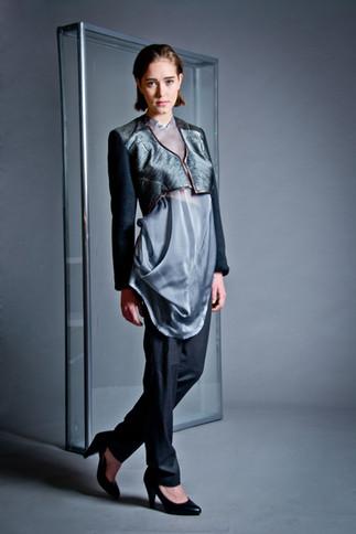 Draped silk shirt                       260.00 €    Product number: DIS04B