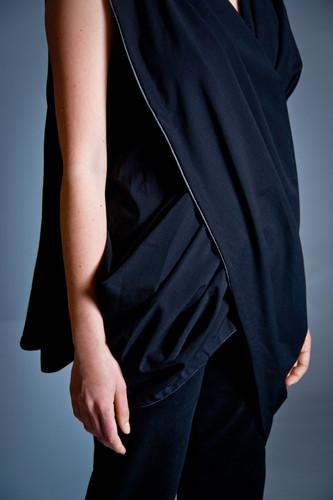 Draped wool shirt                         280.00 €    Product number: DIS03B