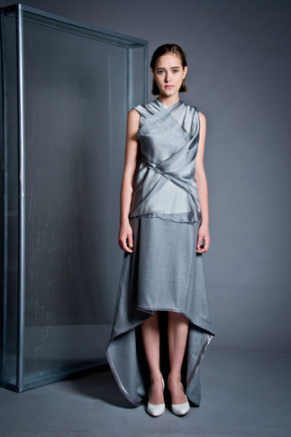 Long wool skirt                        250.00 €    Product number: DIS01S