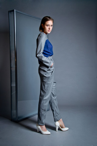 High-waist draped wool pant                     255.00 €    Product number: DIS01P