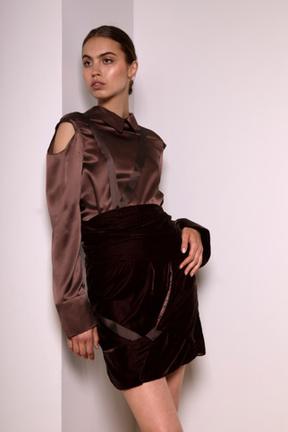 Silk blouse                       235.00 €    Product number: MA05B