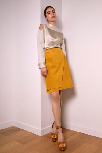 Mid-waist corduroy skirt                      240.00 €    Product number: MA01S
