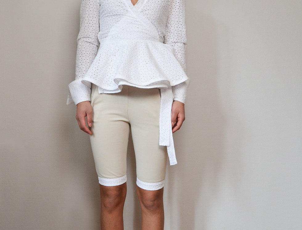 Elastic fitted shorts