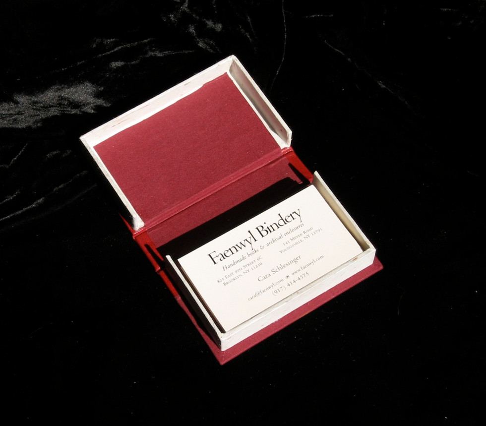 Small clamshell box for business cards