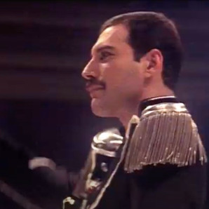 Freddie Mercury surge no clipe do Royal Albert Hall