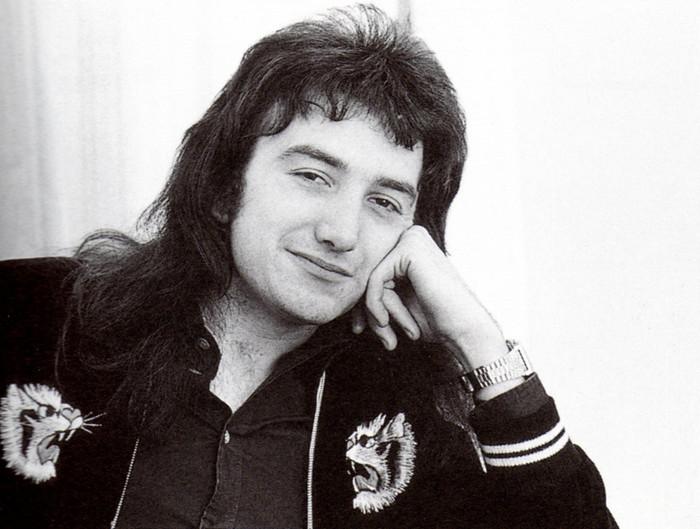 Uma reflexão sobre John Deacon