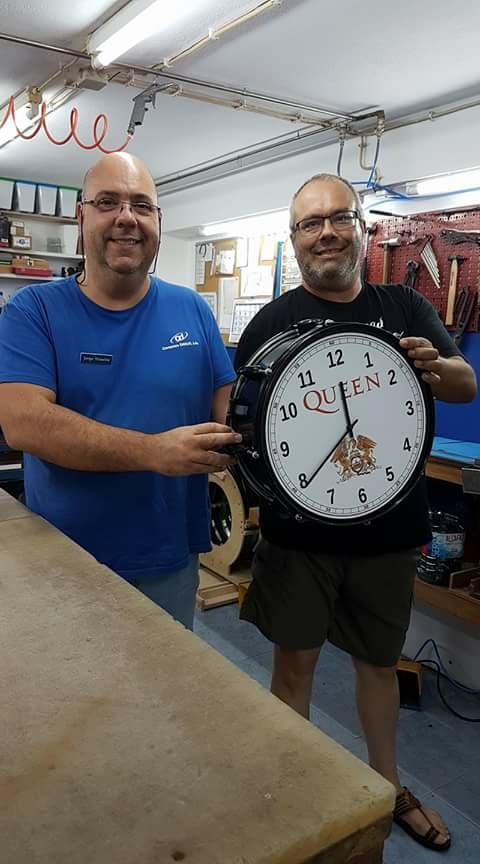 Um relógio dos Queen construído por um Fã