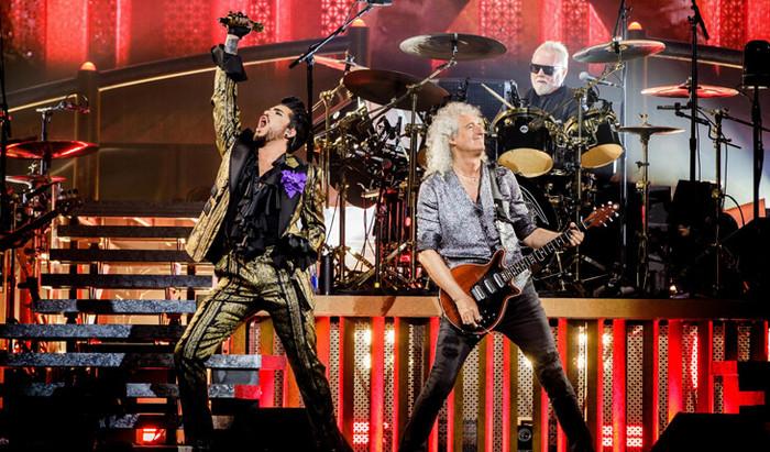 Os Queen e Adam Lambert trazem a banda de volta a N.º 1 25 anos depois