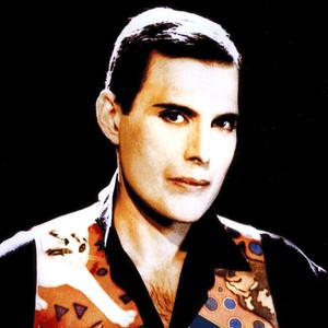 Há trinta anos Freddie Mercury gravava o seu último vídeoclipe