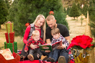 Christmas photo of family in Yukon, Oklahoma