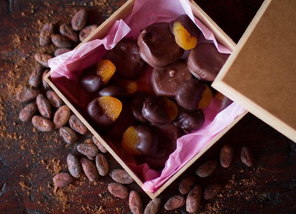 Caixa de  Frutas Secas cobertas com Chocolate - MONJOLO