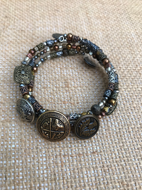 Mixed and Vintage Buttons Bracelet