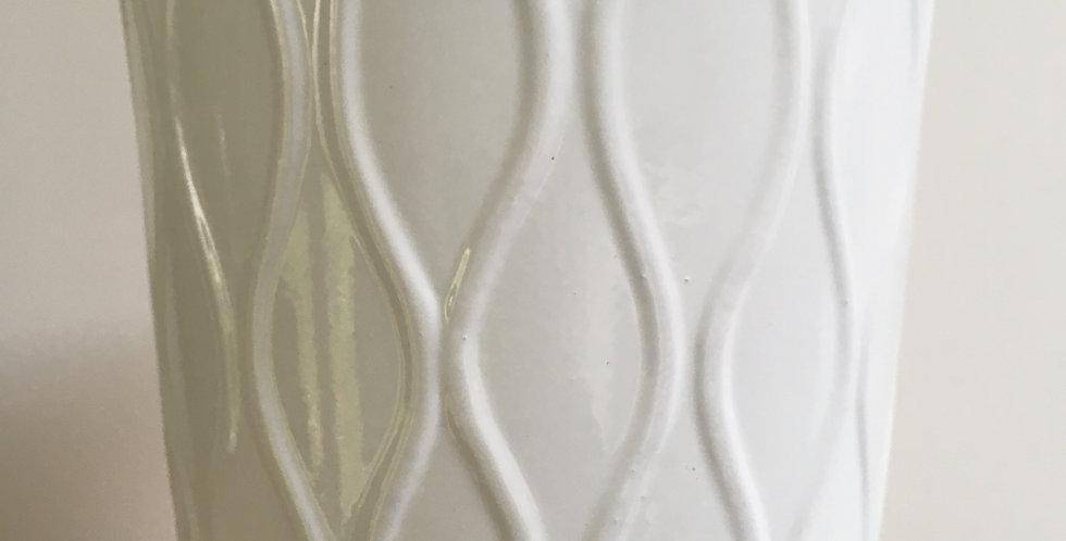 white wave pot