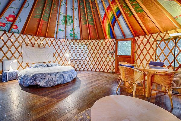 Yurt-002.jpg