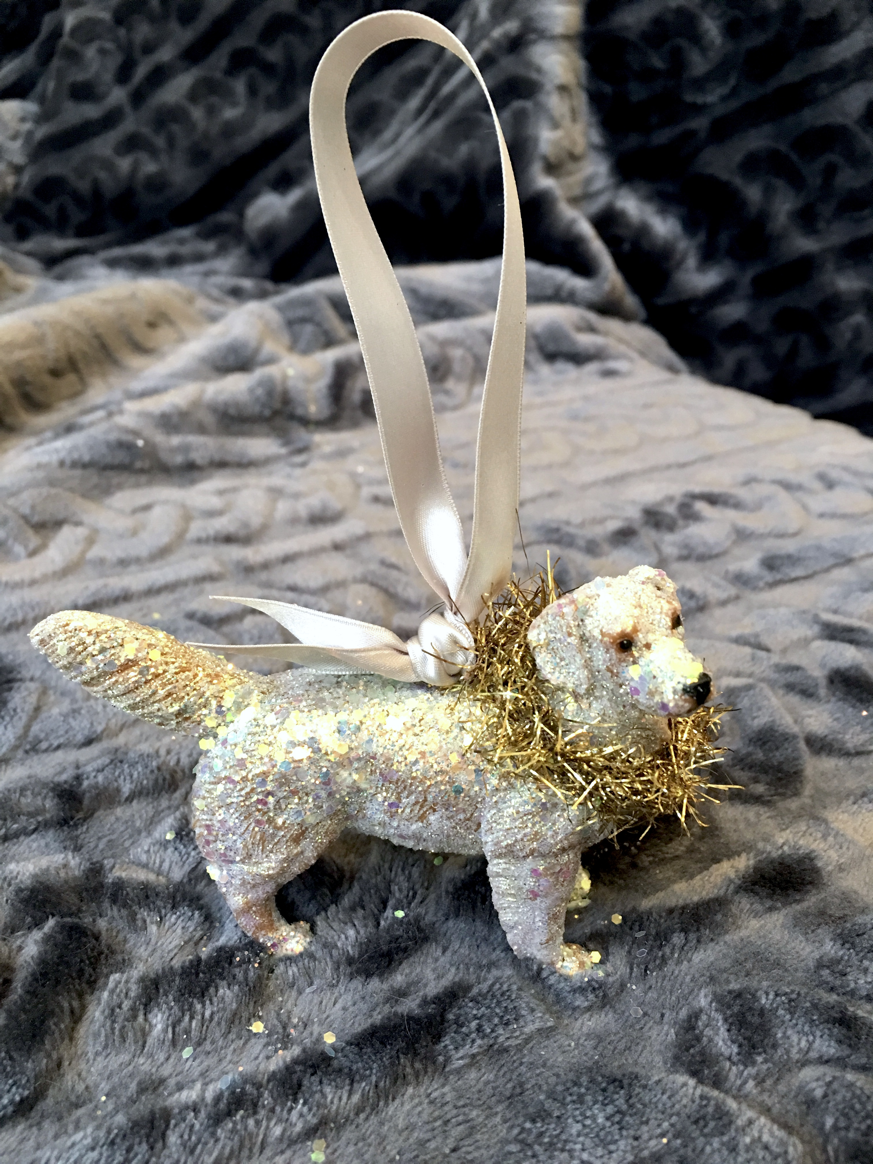 golden lab ornament with wreath