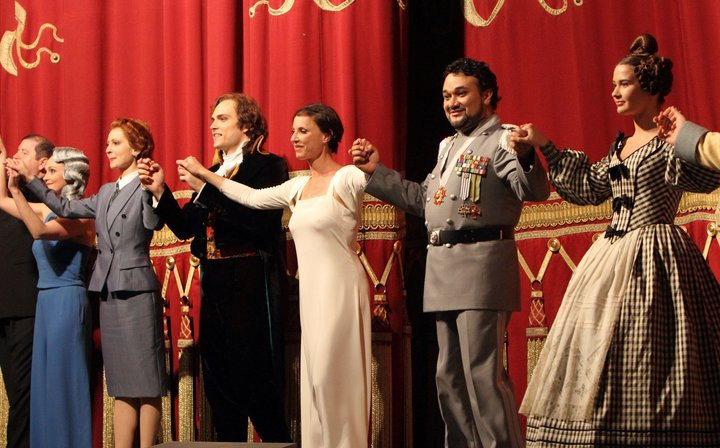 Curtain call Medeea in Corinto