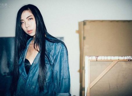 藝術家蕭逸玫在家辦畫展 測試人性偷窺慾