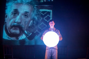 Einstein - איינשטיין הילד שלא הפסיק