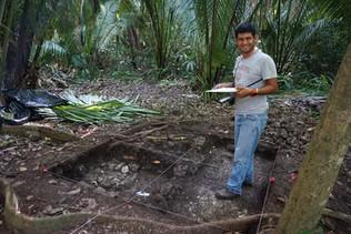 Inicio de excavaciones en la Estructura 130-1 (Unidades UCA11A-14 y -15)