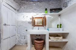 Bathroom Suite number 1