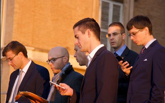 Laudes sur les toits de Rome un matin de canonisation.