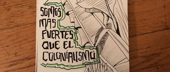"Photo of an illustration in Angélica's sketch book. On the left half of the illustraion is black text on white background that reads ""somos mas fuertes que el colonialismo"". On the right-half of the page is an illustration of a banana plant and banana fruit."