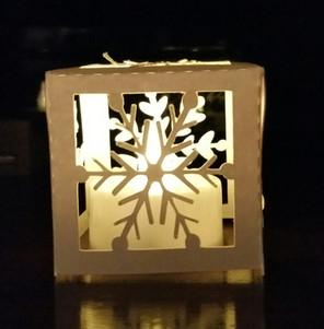 découper un lampion étoile de neige