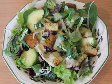 Insalata con tofu e avocado