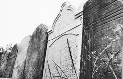מצבות מחוללות grave stones.jpg
