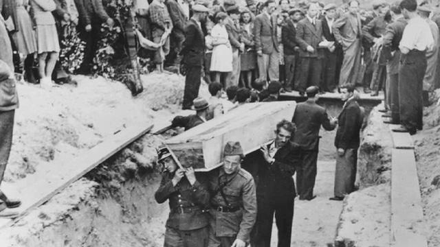 לוויית חללי הפוגרים pogrom victims funeral.jpg
