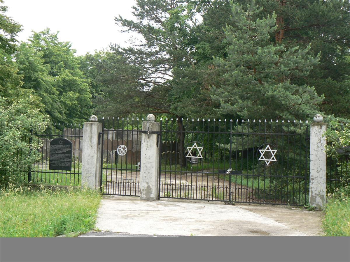 בית הקברות היהודי jewish cemetry.jpg
