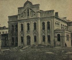 the synagogue under construction בית הכנסת בבנייתו.jpg