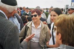 after the ceremony מפגש חברים לאחר טקס יום השואה .jpg