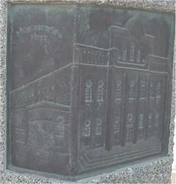 part of the pillar at holin cemetry תבליט בית הכנסת באתר הזיכרון בחולון.jpg